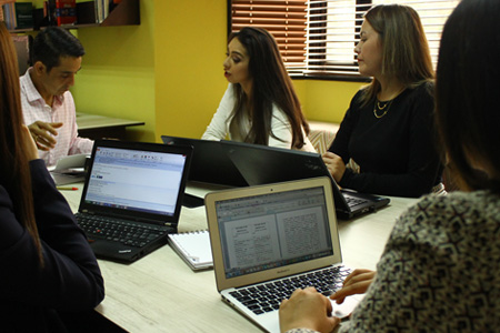 Asociados y clientes felices, productivos y motivados